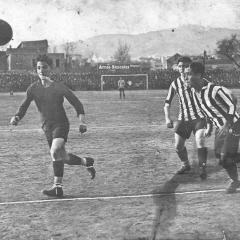 A l'atac en un partit amb el Barça al camp del carrer Indústria.