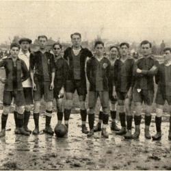 Equip del Barça que va perdre 4-0 a Bilbao davant l'Athlètic de Bilbao d'en Pichichi el 1-11-1915: Bru, Reguera, S. Massana, Torralba, Greenwell, Mallorquí, Bau (De peu a l'altura de la pilota), Martínez, Alcántara, Hormeu, Baonza.