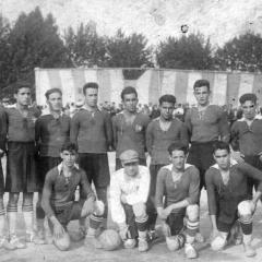 Amb el Badalona entre 1918-1924. Bau és el tercer per l'esquerra.