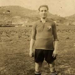 Posant amb la indumentària del Badalona. Cap el 1919.