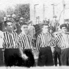 Amb l'Avenç del Sport l'any 1925. De esquerra a dreta:Sala, Solé, Alba, Tomàs, Bau, Molera, Prades, Bau II (el seu germà Josep Bau), Pascual, Cabrera, Masagué.