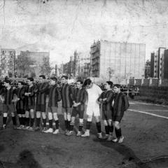 Selección Catalana que va vencer a la francesa 1-0 el desembre de 1912 BAU(primer per l'esquerra), SENA, GENARO DE LA RIVA, SAMPERE, SANTIAGO MASSANA, AGUIRRECHE, POMÉS, AMECHAZURRA, REÑÉ, COMAMALA, CASELLAS