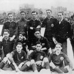 El F.C. Barcelona que se enfrentó contra el Lillois francés. 19 de Marzo de 1914 (arriba primero por la izquierda)