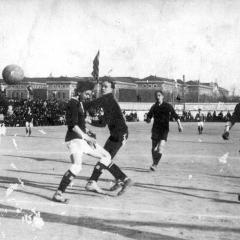 Durant el partit contra el Lillois francès al atac amb el F.C. Barcelona. 19 de Març de 1914