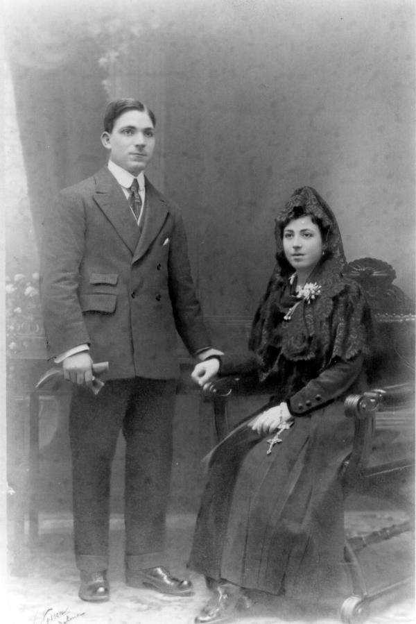 Foto del dia de les seves noces amb la seva dona Lluisa Gracia