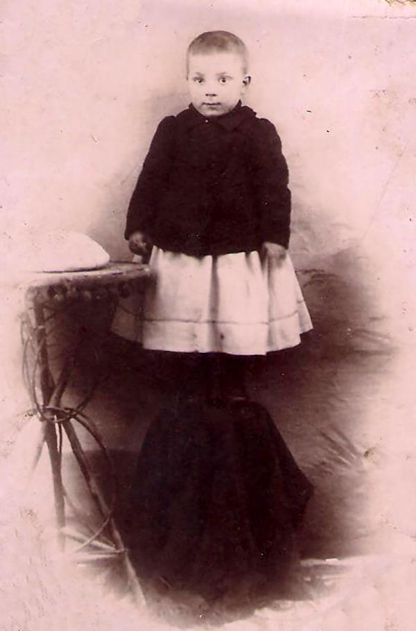 Gabriel Bau con 2 años