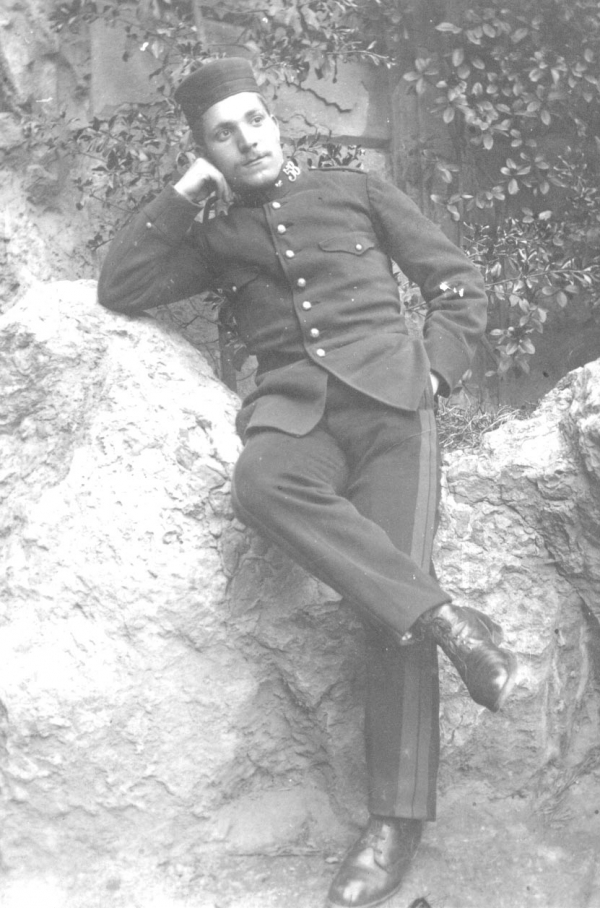 Foto amb uniforme durant el seu Servei Militar